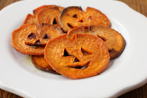 These little Halloween Jack-O-Lanterns are super easy to make and ...