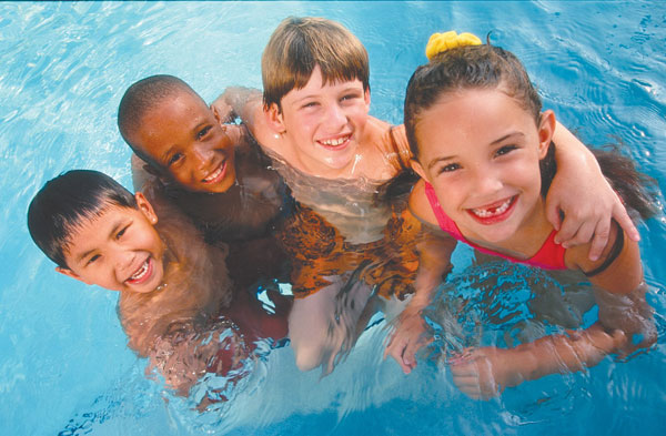 How to teach your children to love swimming skinnytwinkie for Kids swimming pool